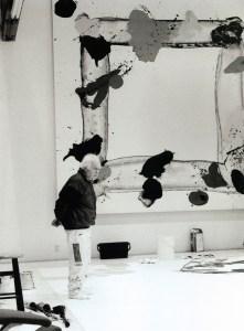 Francis in Churchill Avenue studio, Palo Alto studio, California. (Photo by Nico Delaive.)