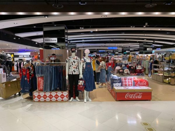 全台首家「可口可樂快閃店」一次開3間!多達300多款商品這裡買