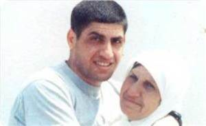 Nahar al-Saadi with his mother