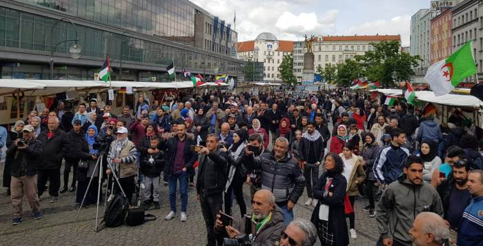 Crowd attends Hermannplatz day for Palestine