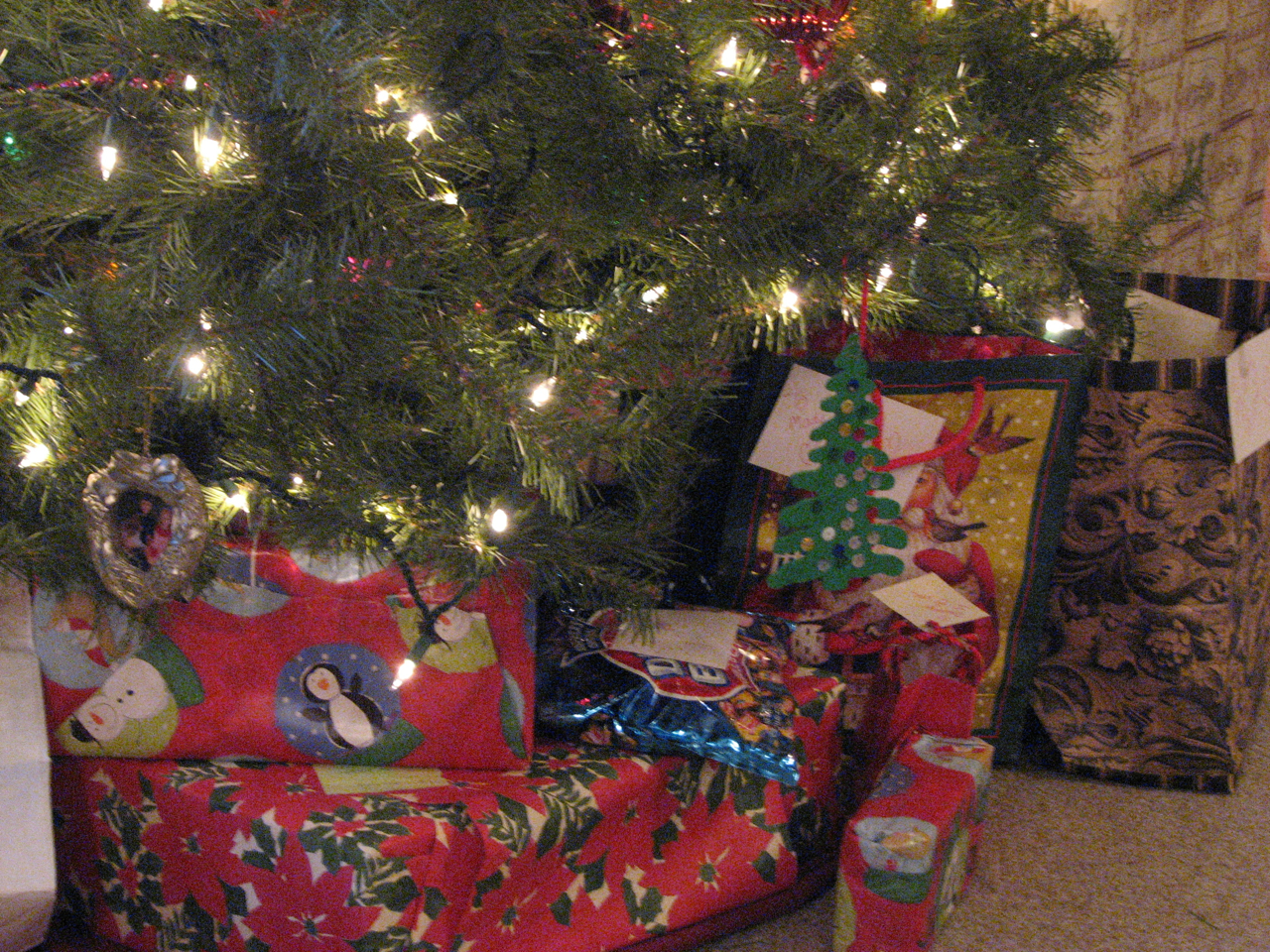 tree-with-gifts