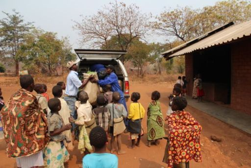 samministries school-unloading food