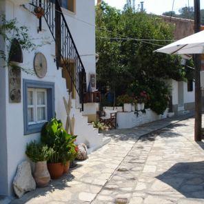 Manolates-road