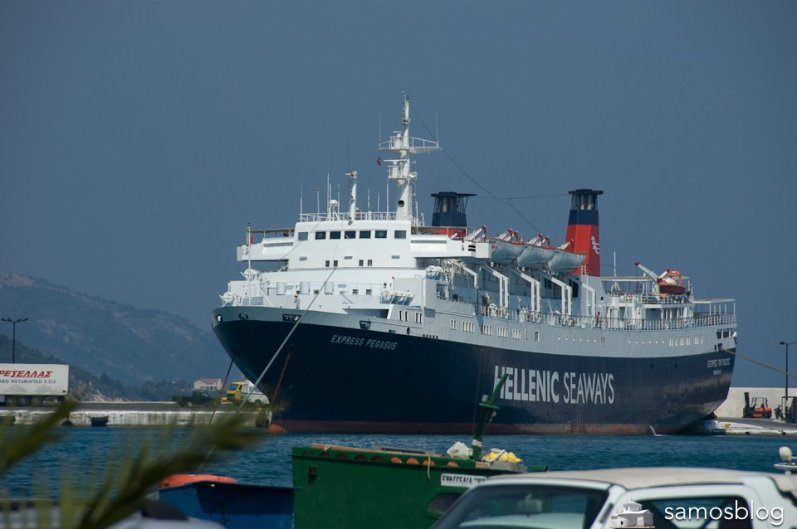 Ferry Express Pegasus mooring in Samos port