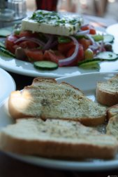 Bread and greek salad, Tsabou