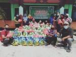 Korwil Disdik dan Guru SD di Kota Besi Bagikan Ratusan Paket Sembako