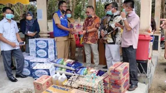 DPRD Sukamara Serahkan Bantuan Sembako di Lokasi Terintegrasi