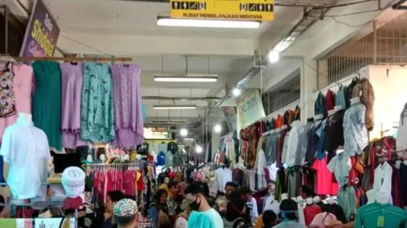 Suasana Pasar PPM Sampit yang Diserbu Warga Jelang Lebaran