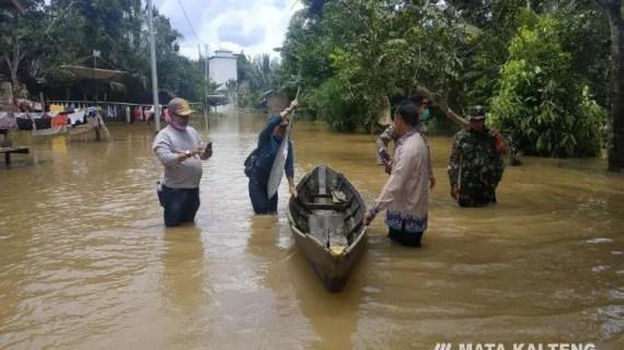 Antang Kalang Diterjang Banjir, Warga Diminta Waspada