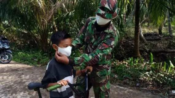 Satgas TMMD Gencar Bagikan Masker Lindungi Masyarakat Dari COVID-19