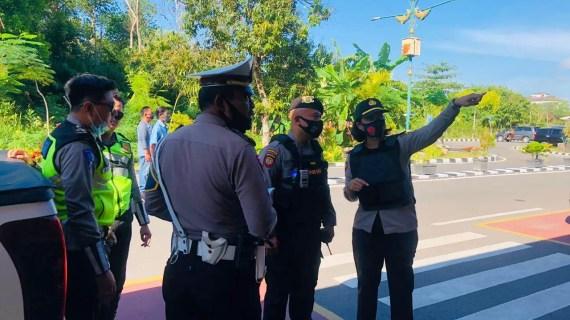 Personel Polres Kotim Lakukan Pengamanan Kedatangan Ustad UAS