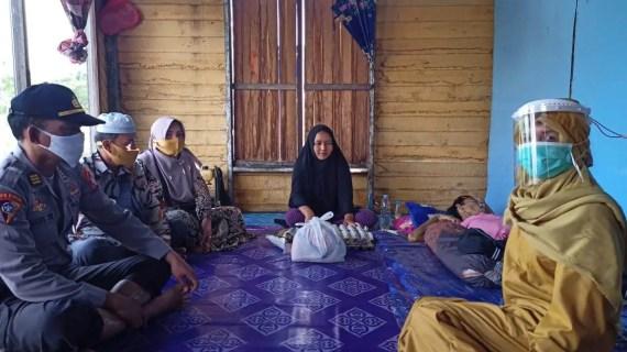 Kapolsek Jaya Karya bersama Komunitas SMS Sambangi Warga Penderita Leukimia