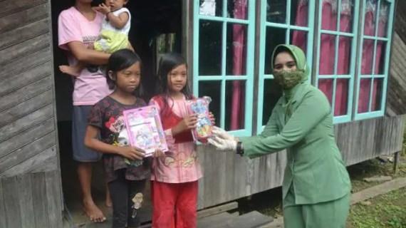 Persit Beri Bantuan Alat Tulis Kepada Anak – Anak Pelosok Desa