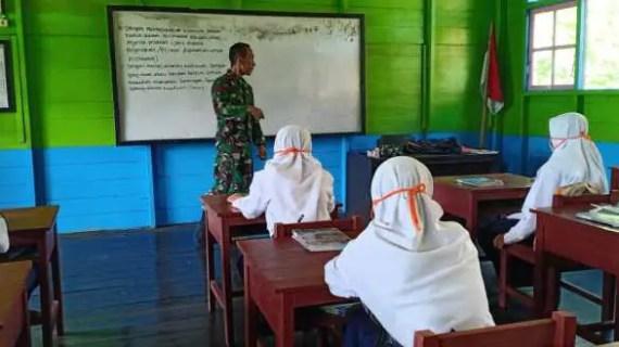 Kapten Joko Bekali Para Pelajar Dengan Ilmu Pengetahuan