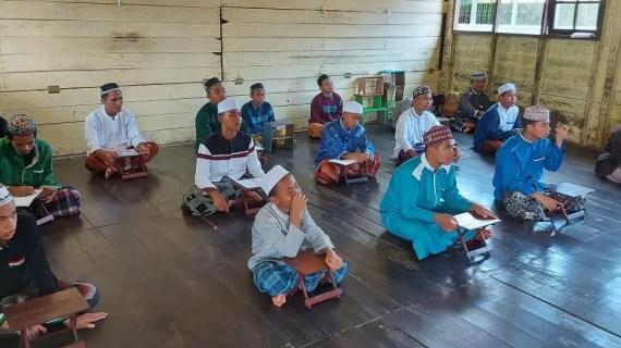Anggota Polsek Pulau Hanaut Laksanakan Binluh di Pesantren