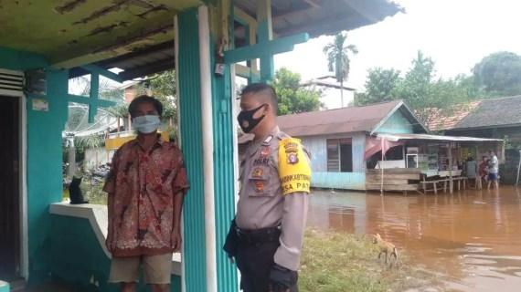 Antisipasi Korban saat Banjir, Anggota Polsek Cempaga Sampaikan Ini