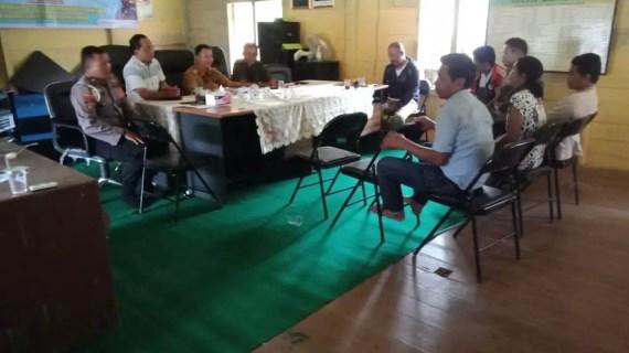 Personil Polsek Mentaya Hulu Bantu Problem Solving Warga Desa Tumbang Batu
