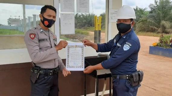 Polsek Sungai Sampit Bagikan Maklumat Kapolri Tentang Pendisiplinan Porkes