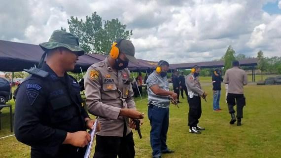 Personil Polres Kotim Laksanakan Latihan Menembak