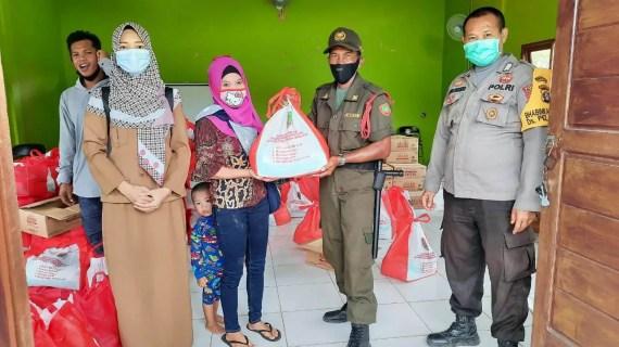Polsek Ketapang Bantu Penyaluran Bantuan Sosial Dari Pemerintah