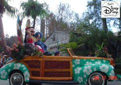 Disney Stars and Motor Cars parade - Leo and Stitch