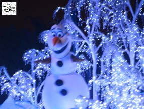 Olaf enjoys the Paint the Night Parade at Disneyland