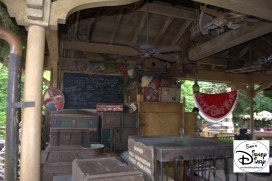 Sams Disney Diary Episode #66 - Decorations in the Unload Area