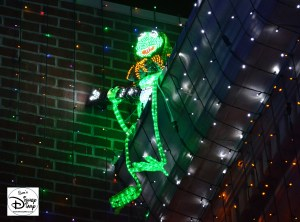 Osborne Spectacle of dancing Lights - Hidden characters have become very popular over the 20 years of the lights.. here is a hidden Kermit.