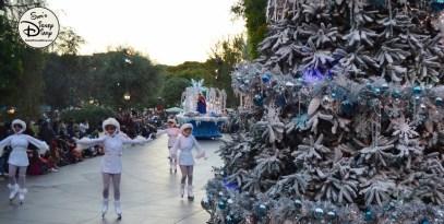 SamsDisneyDiary 82: Disneyland Christmas Fantasy Parade - Ice Castle