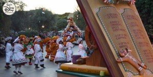 SamsDisneyDiary 82: Disneyland Christmas Fantasy Parade - Gingerbread Treats