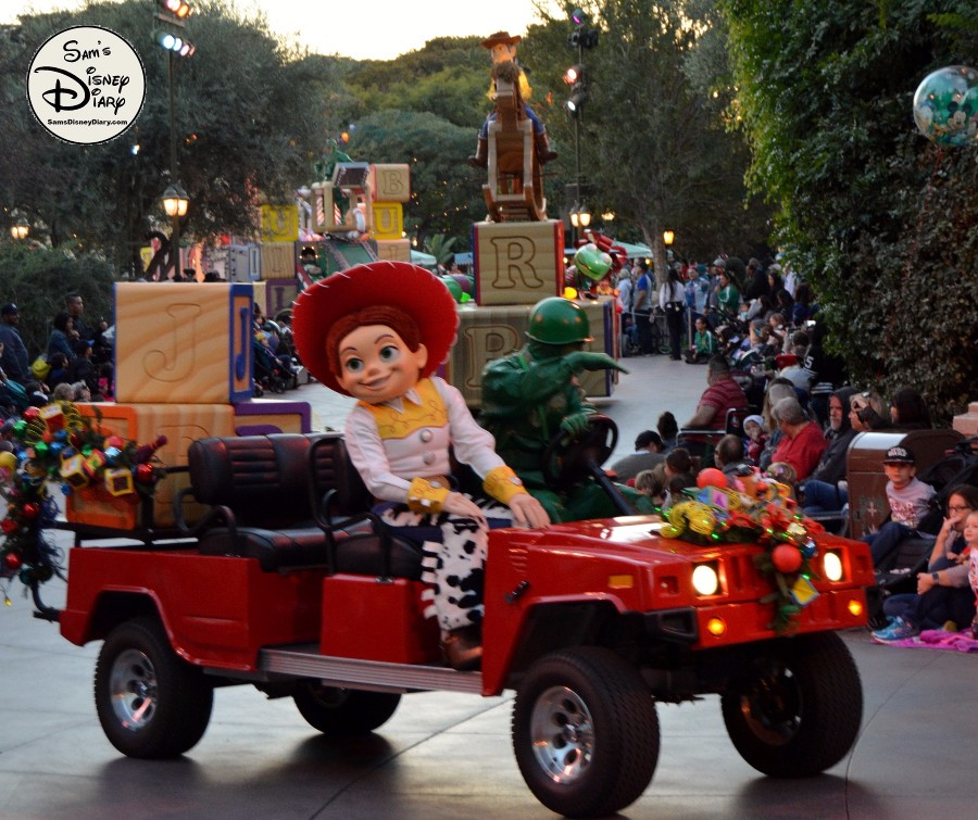 sdd82-12days7-disneyland-christmas-fantasy-parade-53 - Sams Disney Diary