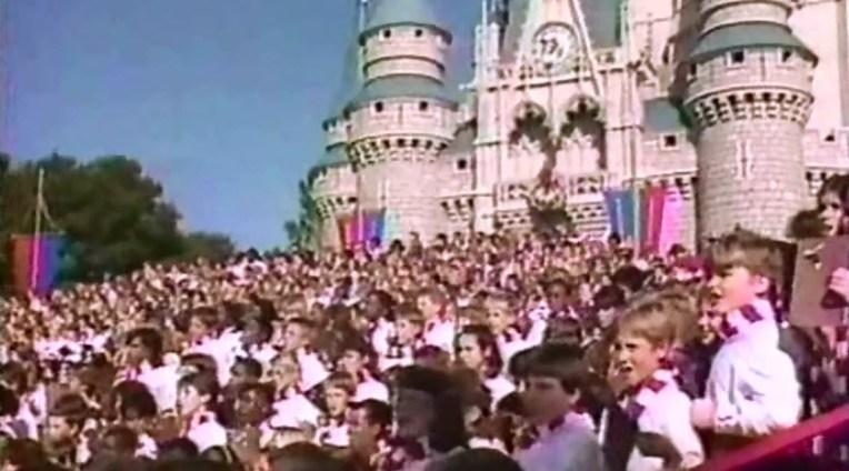 SamsDisneyDiary 101: The 1987 Walt Disney World Christmas Day Parade wraps up with Santa and a 1200 member children's choir.