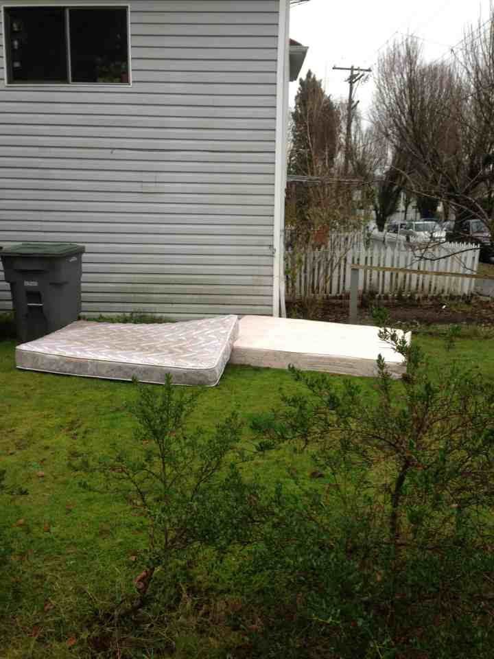 Mattress Removal | We'll Help Haul & Load Old Mattress in Vancouver