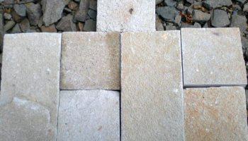 Пиленый камень бело-жёлтый натуральный природный