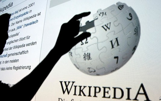 How Wikipedia manages to maintain content quality