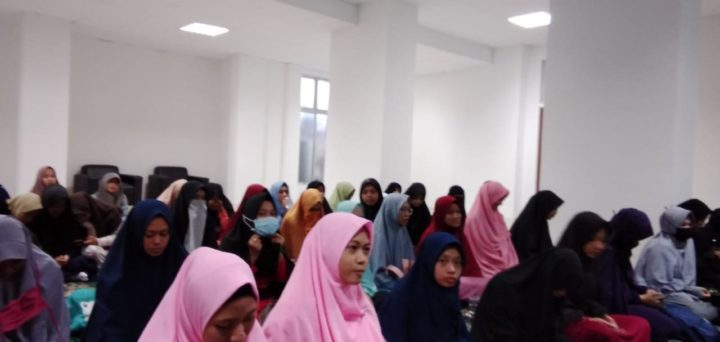 , Ustazah Peza Sarankan Kaum Muslimah Kota Batam Gunakan Jilbab Syari'i, SamuderaKepri