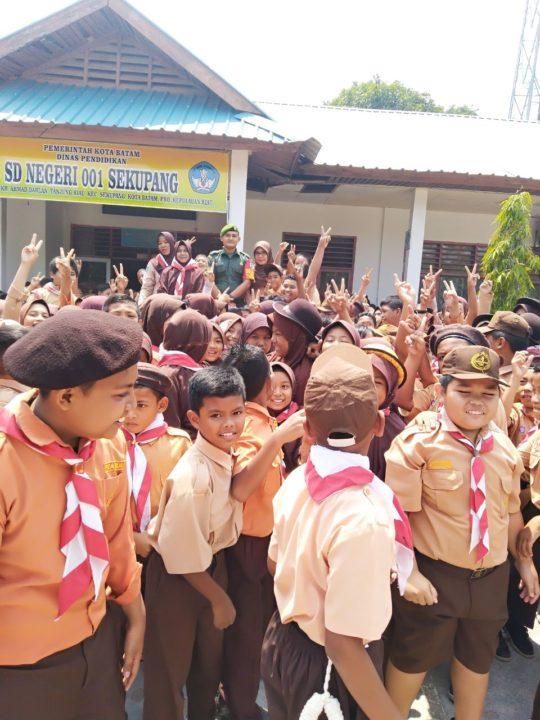 Babinsa Tanjung Riau Beri Wawasan Kebangsaan Di Sekolah SDN 001