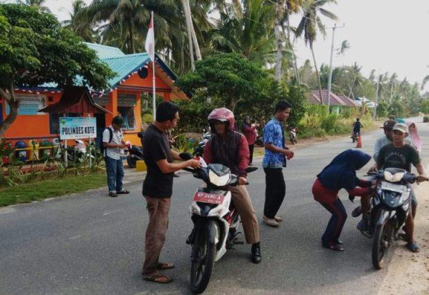 , Polindes Bersama Pemerintah Desa Kote Bagikan Bendera Merah Putih, SamuderaKepri