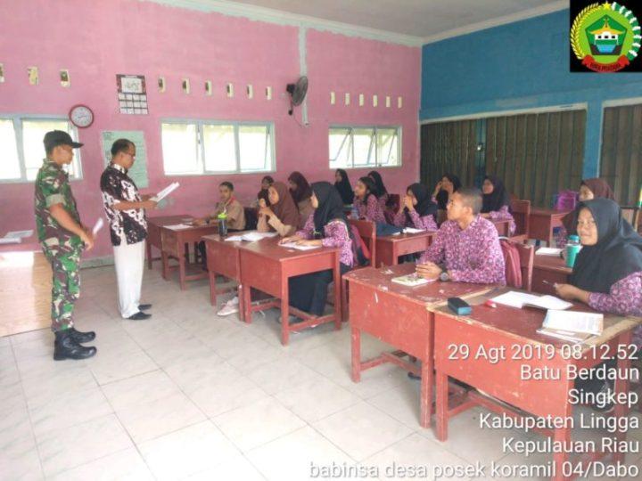 Babinsa Koramil 04/Dabo Gelar Sosialisasi Perlombaan Karya Tulis Di SMAN 1 Singkep, SamuderaKepri