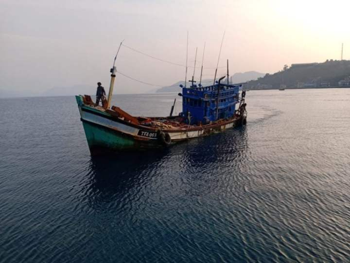 , TNI AL Tangkap kapal Pencuri Ikan Berbendera Vietnam Di Laut Anambas, SamuderaKepri