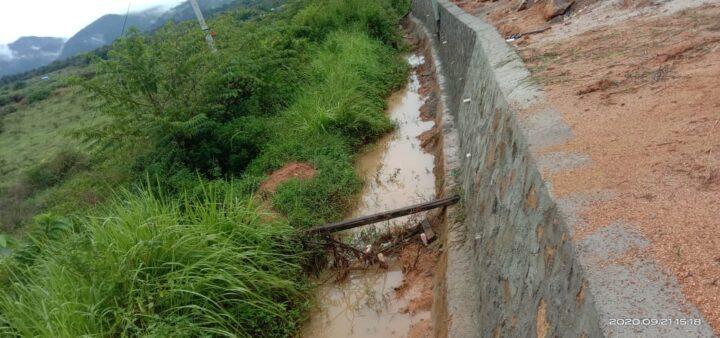 Saluran Air Sawah Desa Bukit Padi Tertibun Tanah Sisa Proyek Jalan Warga Minta Kontaktor Bertanggung Jawab