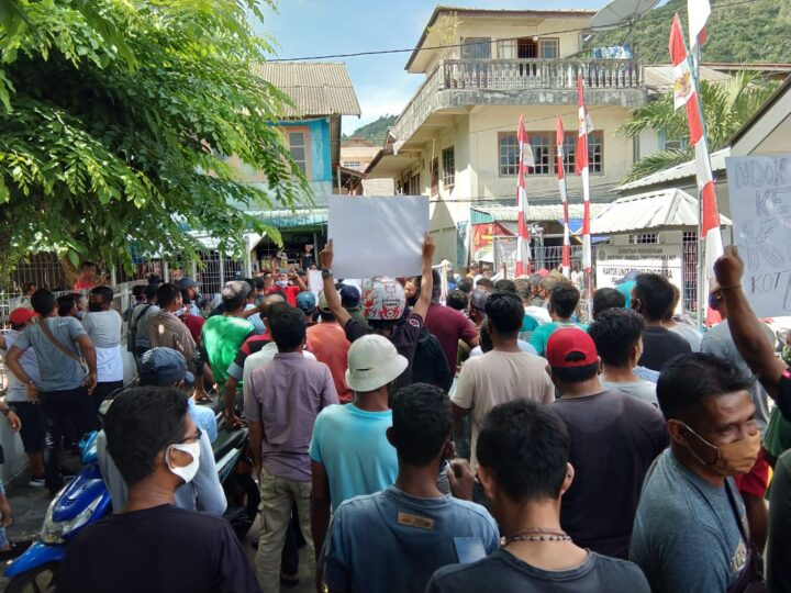 EMOSI !! Demo 500 Nelayan Anambas Hampir Ricuh di DPRD Anambas