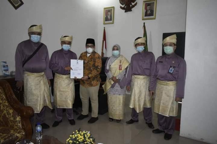 DPRD Natuna Terima Surat Penetapan Bupati Terpilih, SamuderaKepri