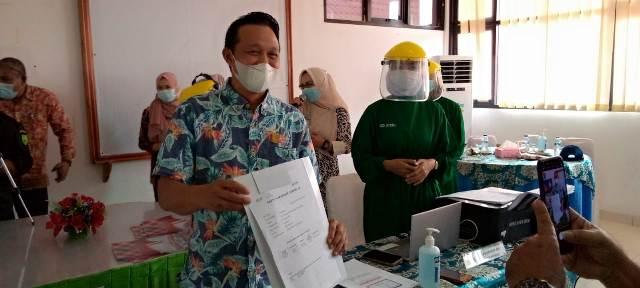 DPRD Natuna dari Fraksi Golkar Eri Marka Menjadi Orang Pertama Diberi Vaksin, SamuderaKepri