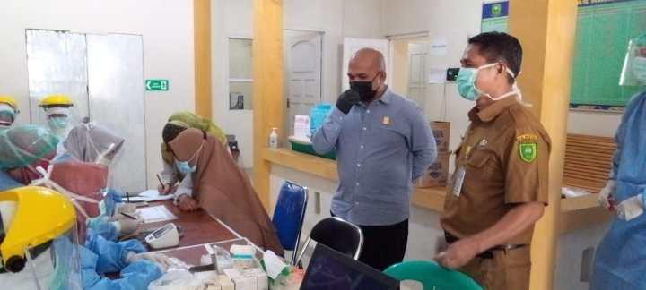 Wan Arismunandar Pantau Langsung vaksinasi di UPT Puskesmas Ranai, SamuderaKepri