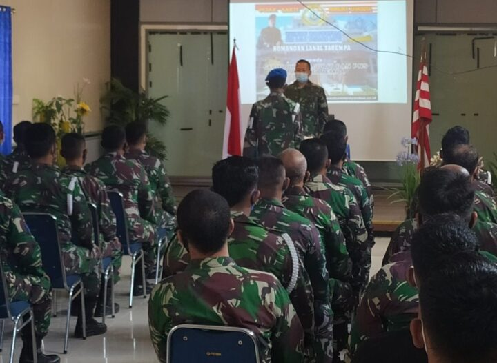 Mengawali Kedinasannya, Danlanal Tarempa Gelar Entry Briefing Kepada Prajurit, PNS Lanal Tarempa