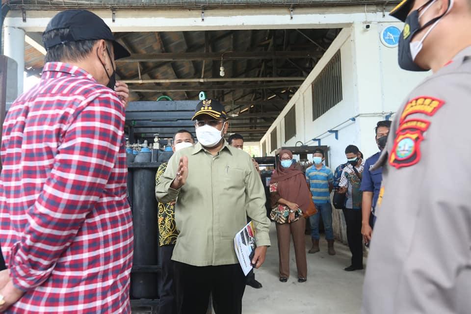 Kasus Covid-19 Meningkat di Karimun Aunur Rafiq Himbau Masyarakat Gunakan Masker Berlapis