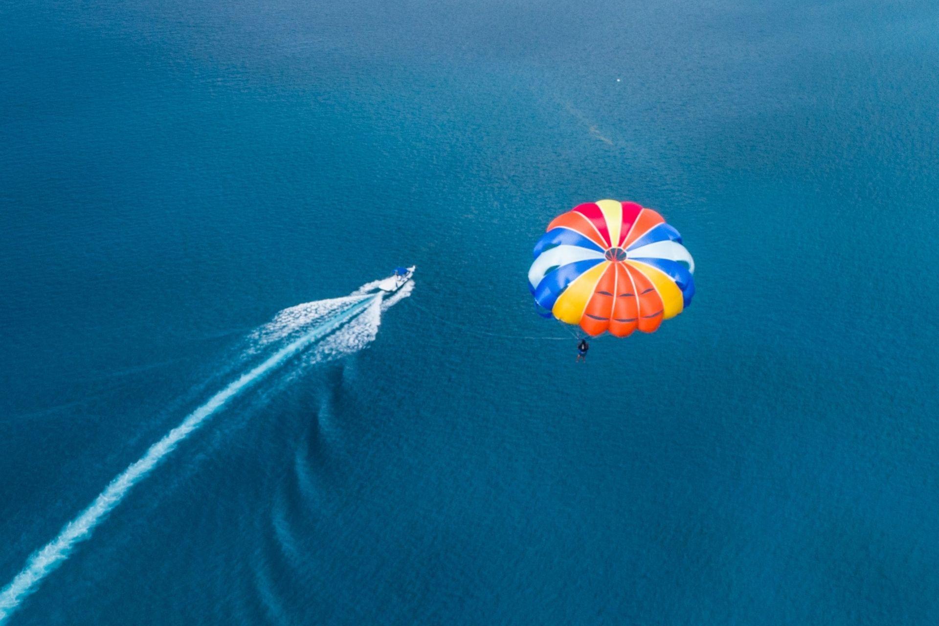 Parasailing in Maldives Header