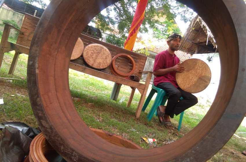Sisi Lain Pengrajin Rapai Aceh