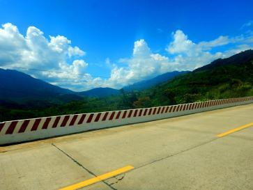 Sonnige Passstraße in Vietnam